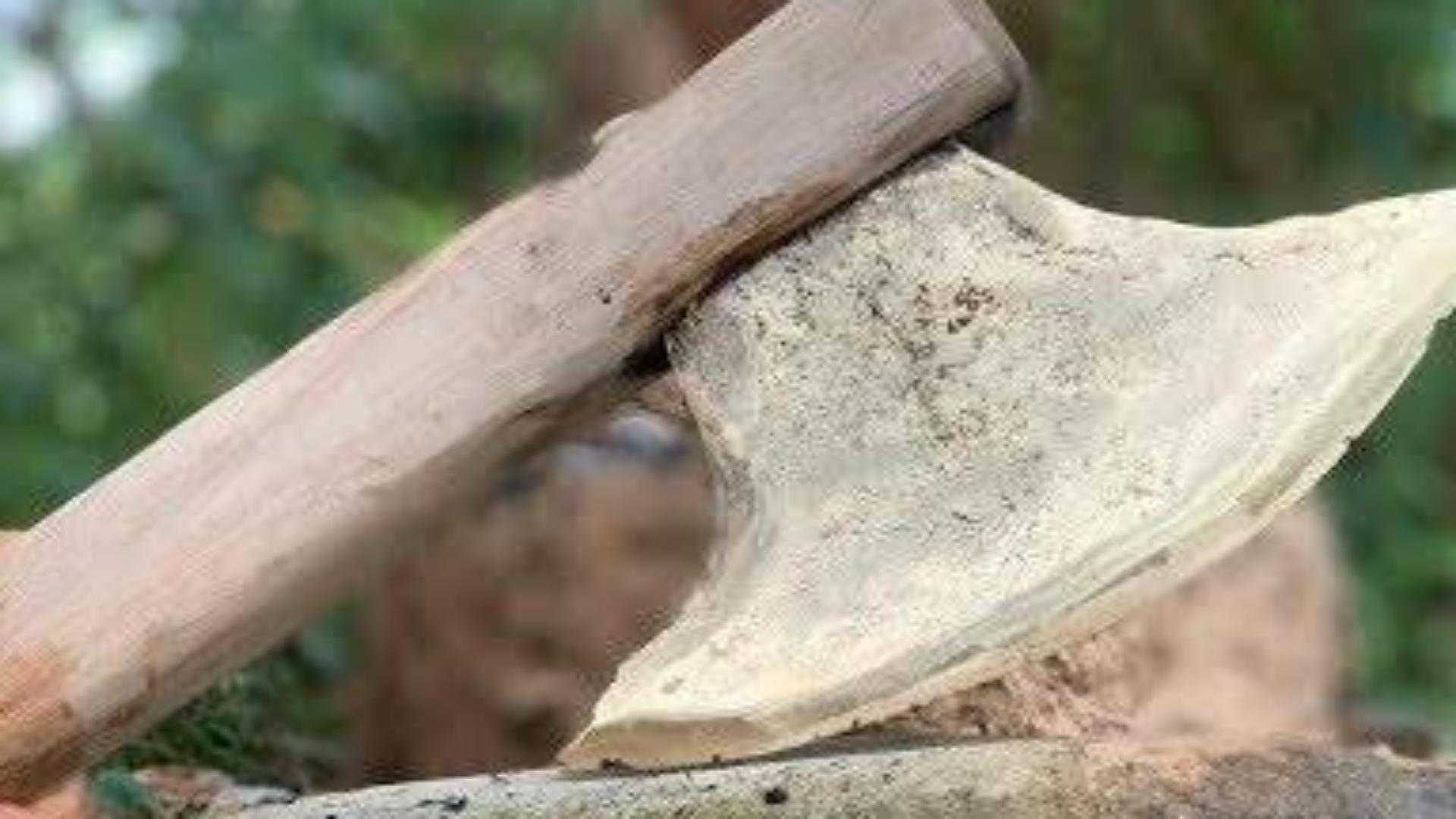 原始技术与生存技能:铸造金属斧头大(制作斧头美丽)