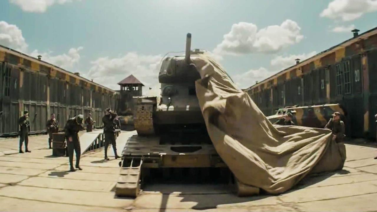 报废坦克被拖回军营,掀开盖着的布,大家却纷纷捂住鼻子