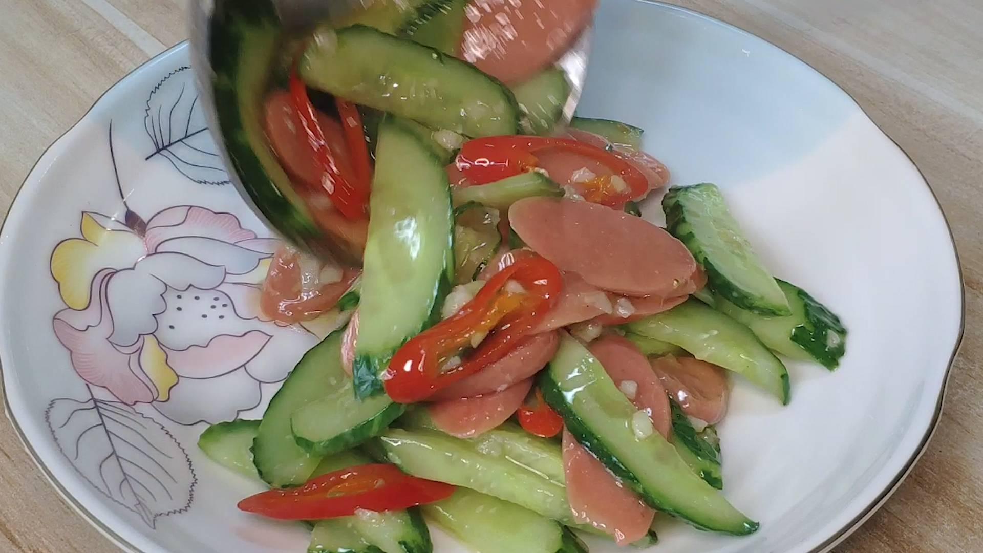 黄瓜炒火腿的正确做法,鲜香入味又营养,在家也能做出饭店的味道