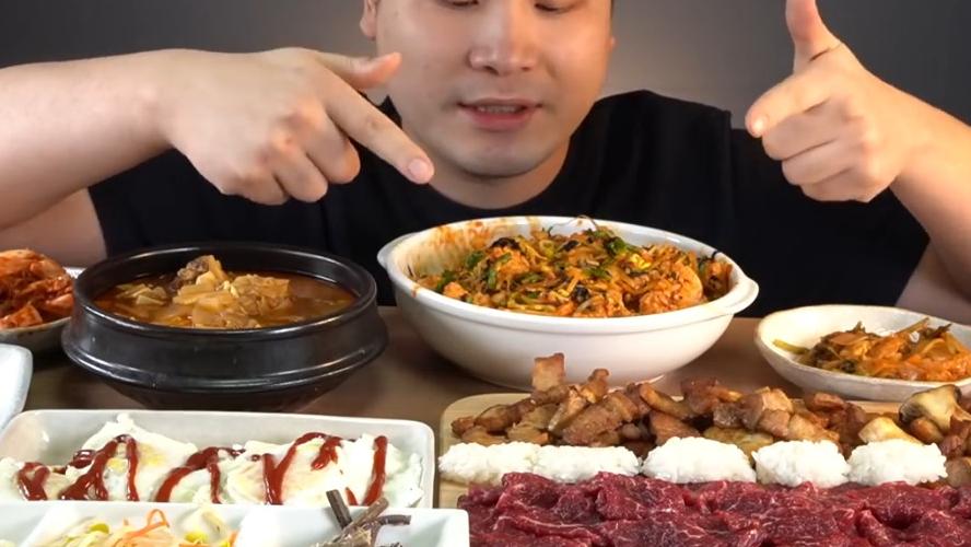 牛肉刺身,生拌牛肉拌饭,五花肉,牛肉大酱汤,各种小菜吃播!