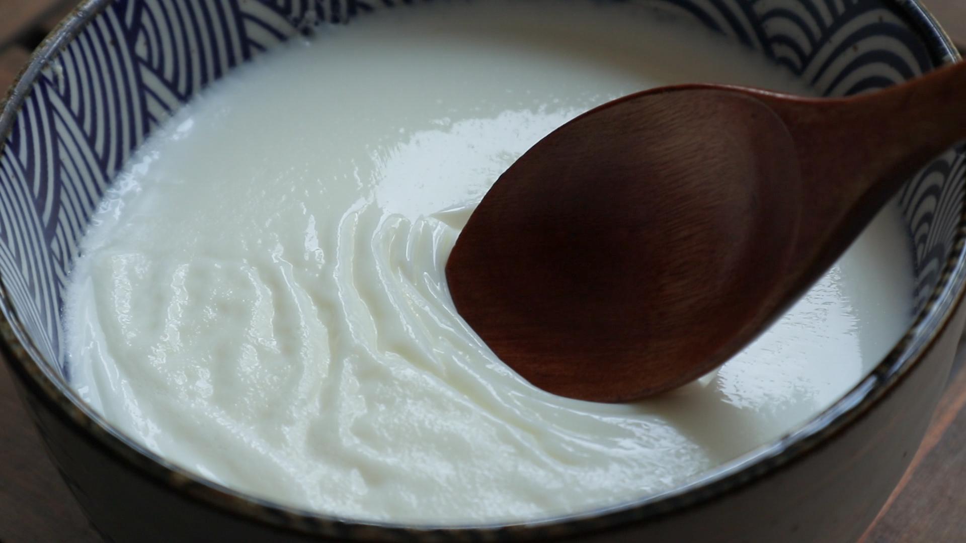 一个鸡蛋,一盒牛奶,教你做好吃的双皮奶,嫩滑细腻,奶香十足