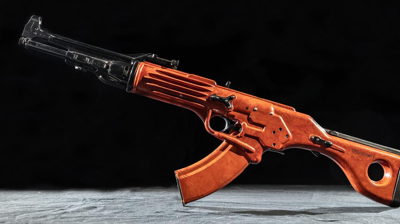 【讲堂543期】科幻的TKB-022突击步枪,来自苏联设计师之作,开创塑料无托步枪先河