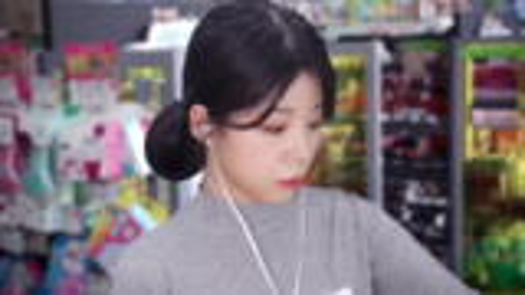 yeonchu助眠-扮演化妆品销售员小姐姐的耳语