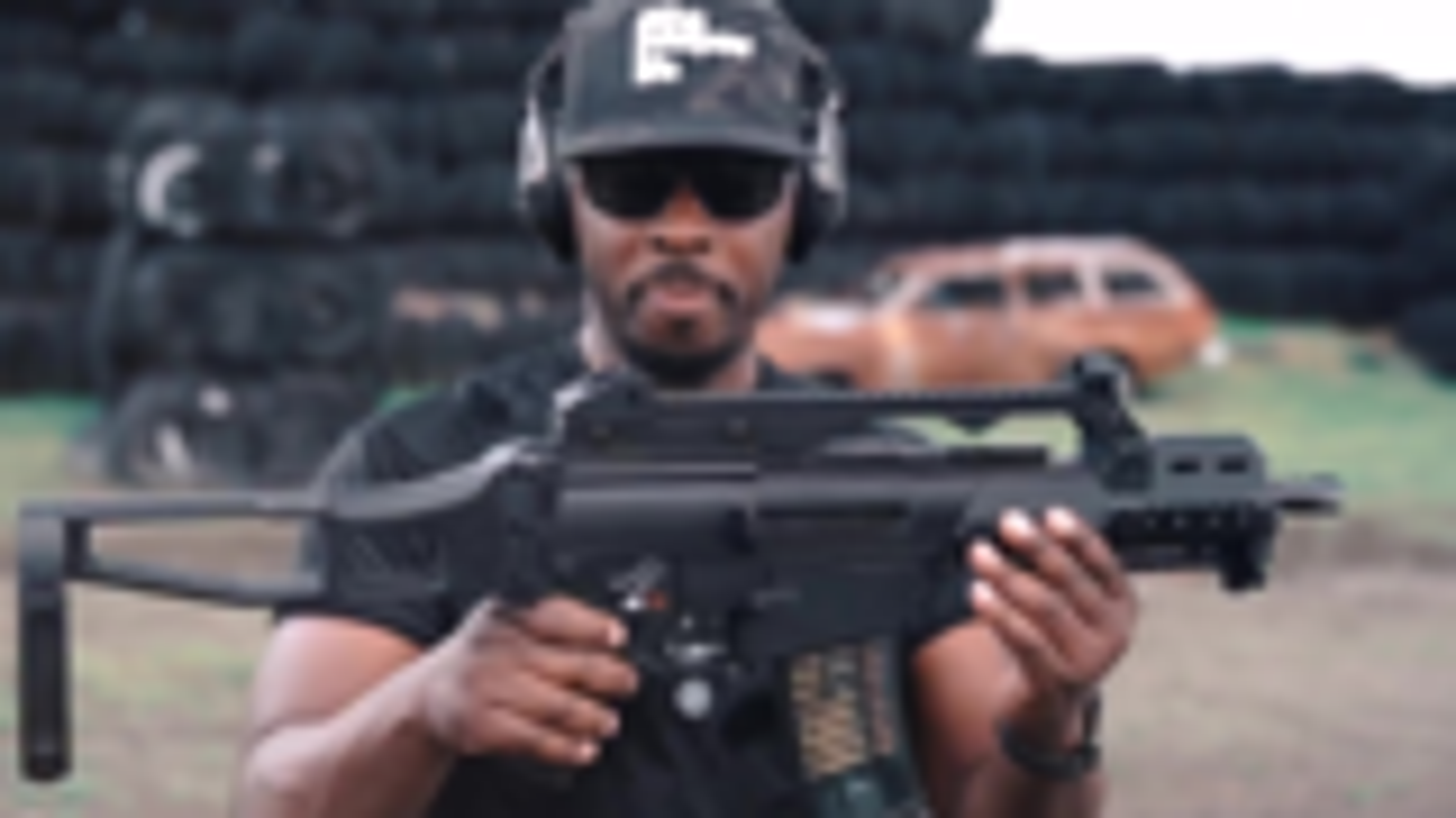 黑人小哥告诉你爱上这把 HK G36C 的理由