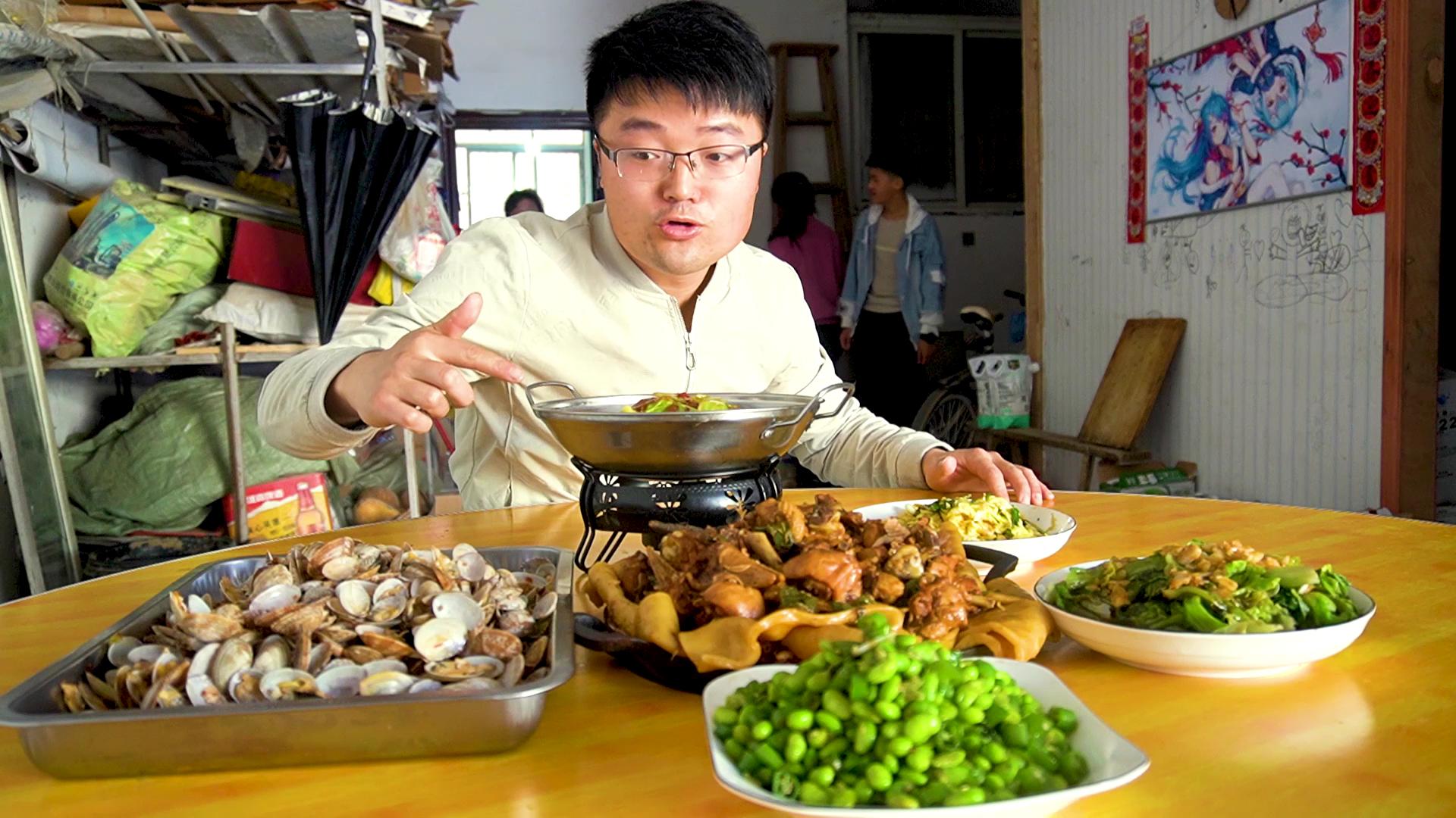 五斤花甲,四斤炒鸡,做一大桌菜招待小姑,一个人收底,饭做少了