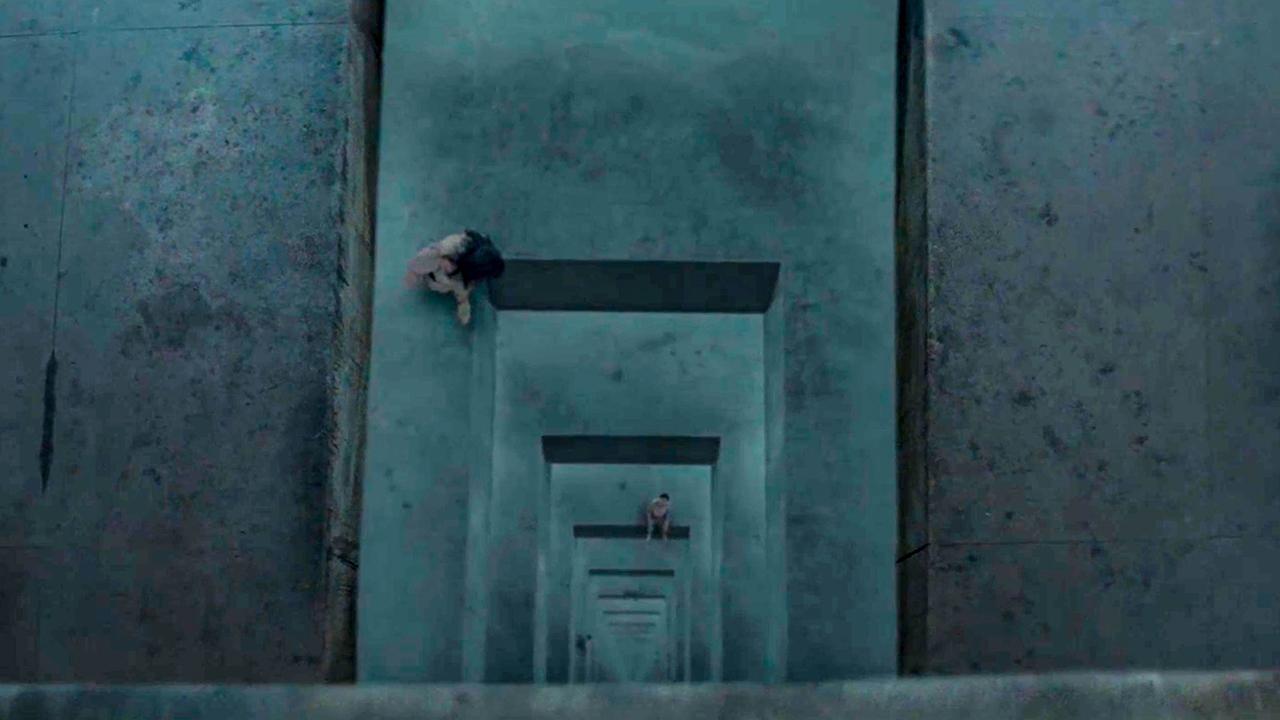 诡异监狱有333层,越往下食物越少,有人到最后一层被吓到