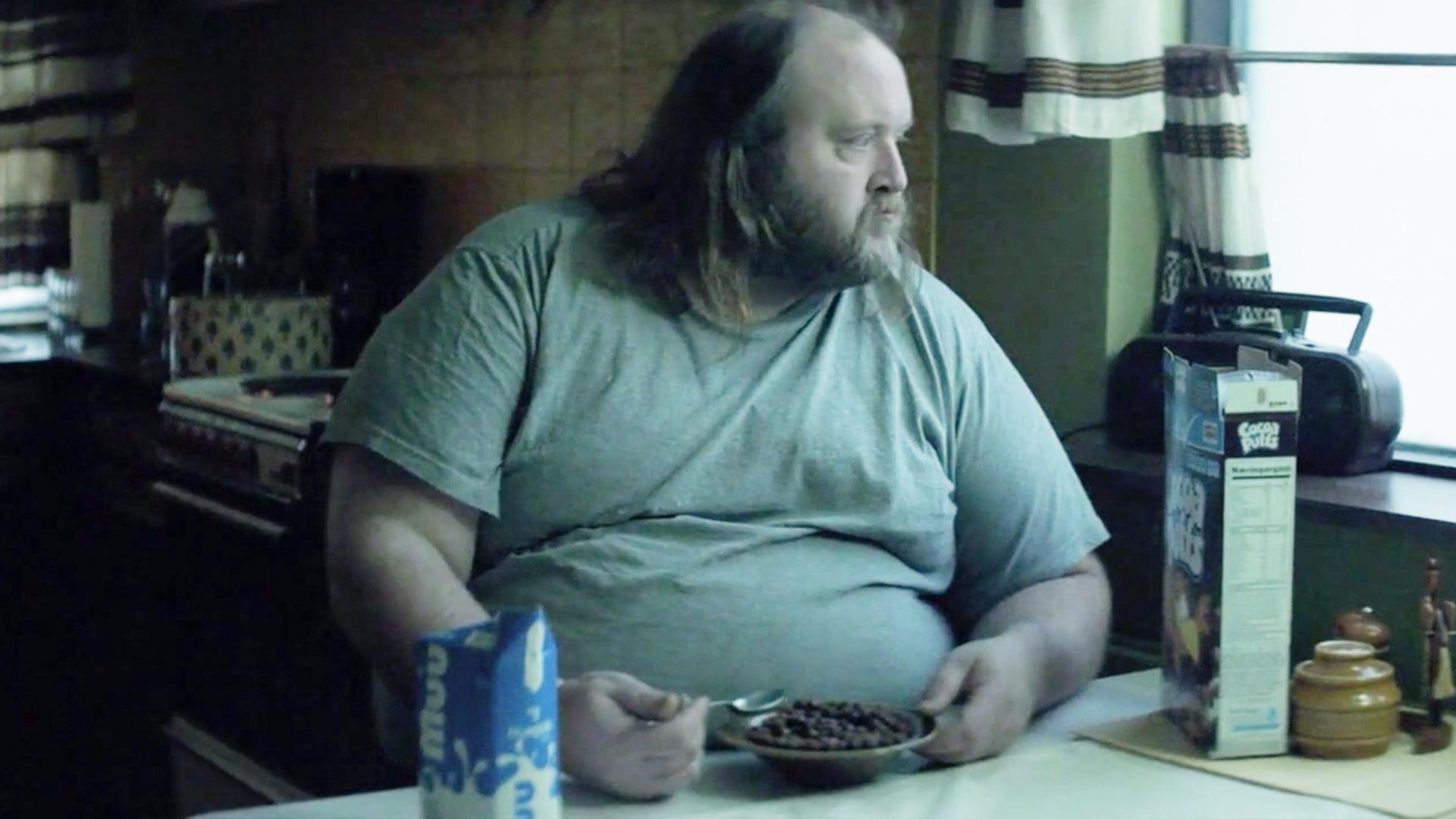 秃顶,200公斤,40岁没牵过女孩手,他静静感受世界对丑人的恶意