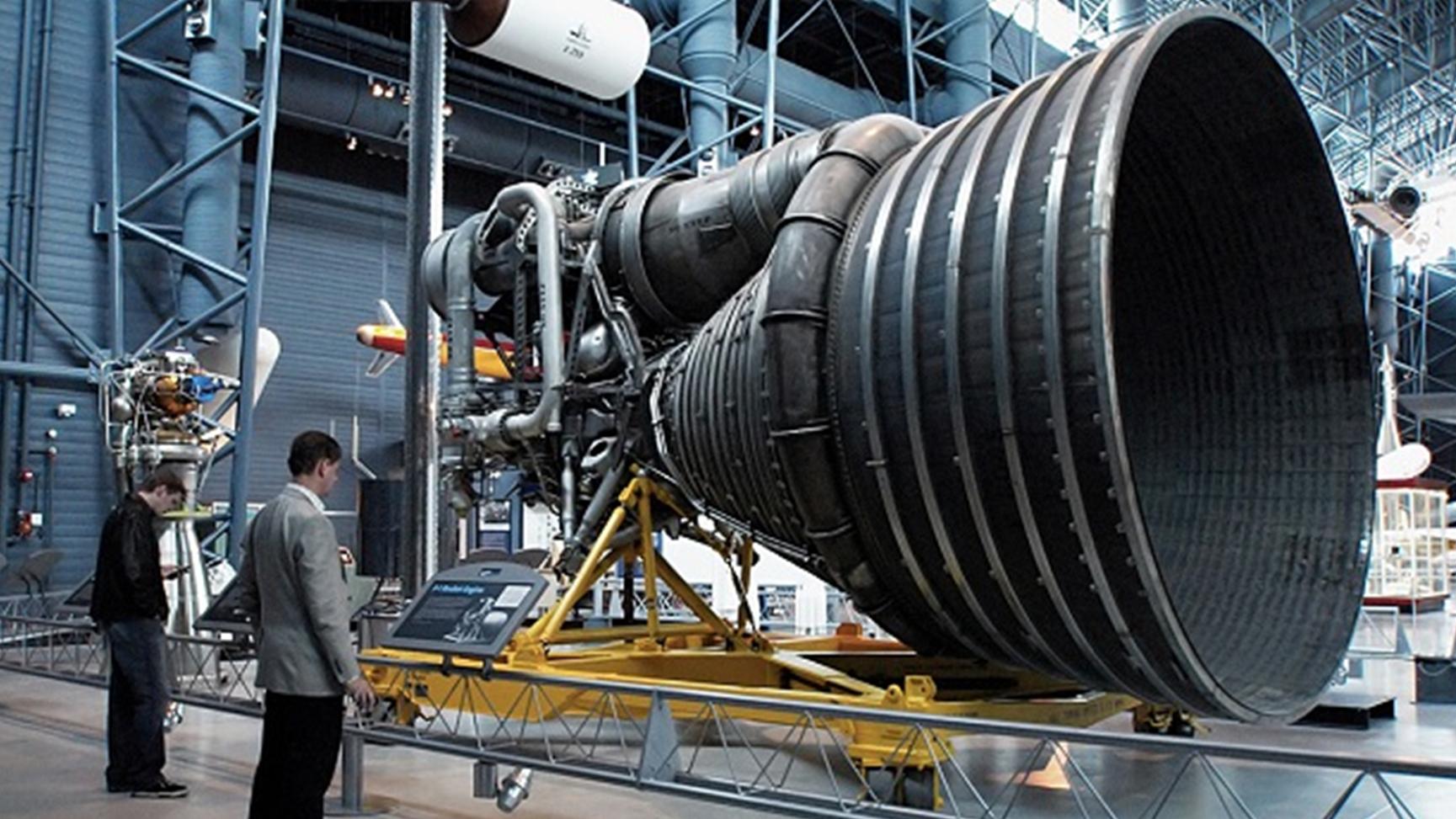 以爆制爆 ,NASA当年为什么会在土星5号火箭F-1发动机里装个炸弹?