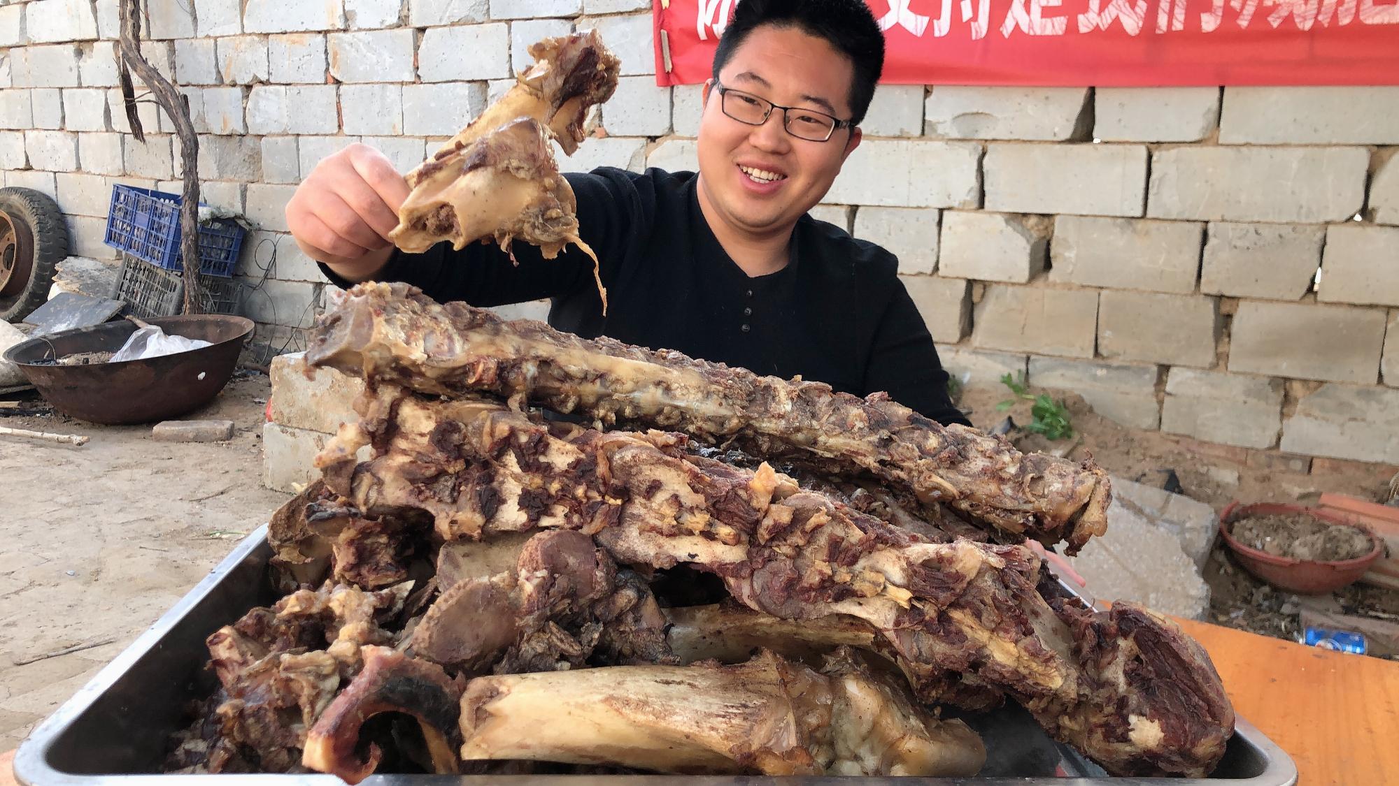 350元买一套驴架子,整头驴的骨头,满满的一大盆,啃起来过瘾!