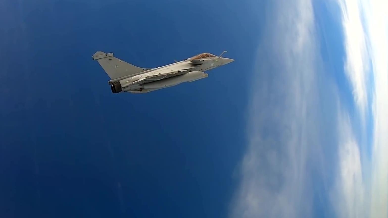 跟着阵风法国海军飞行员飞向地球边缘