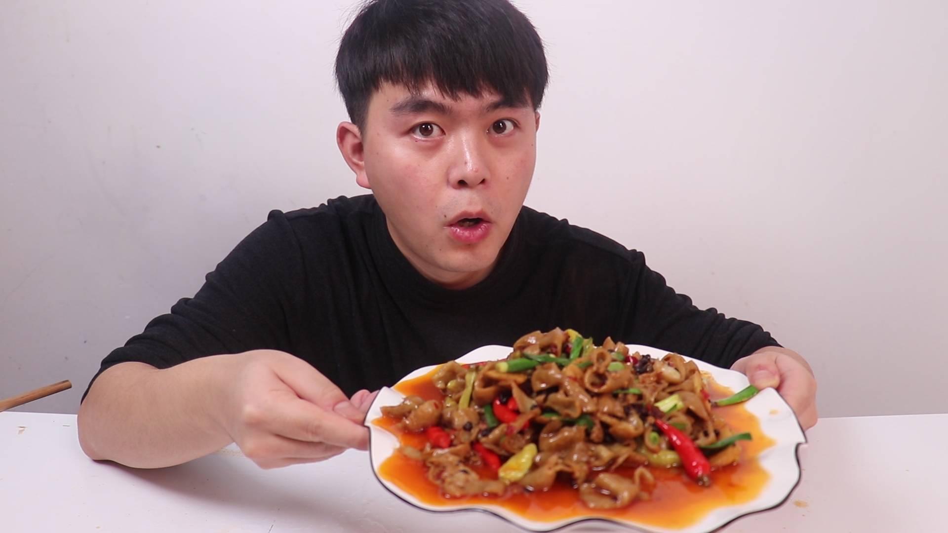 """在家自制一道""""泡椒肥肠"""",不禁感叹这是世界上最下饭的一道菜"""