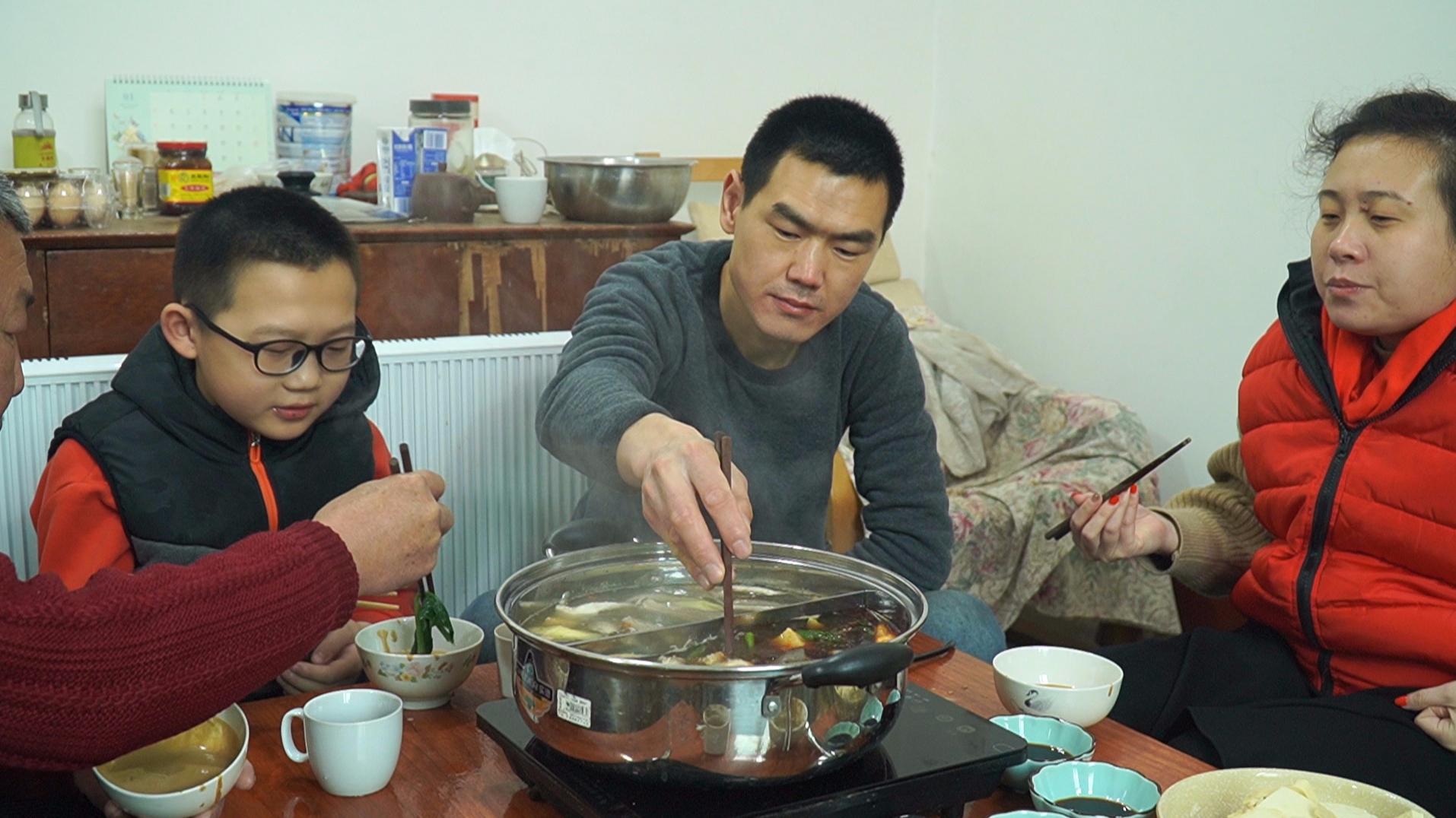 开春涮个火锅,阿远自制虾滑,丸子大小的虾滑,涮火锅吃着爽