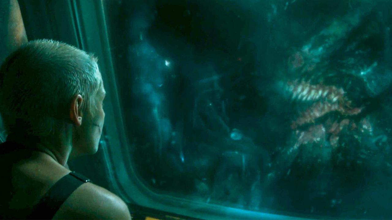 钻井队到深海采矿,却挖到怪物巢穴,往窗外一看被吓到