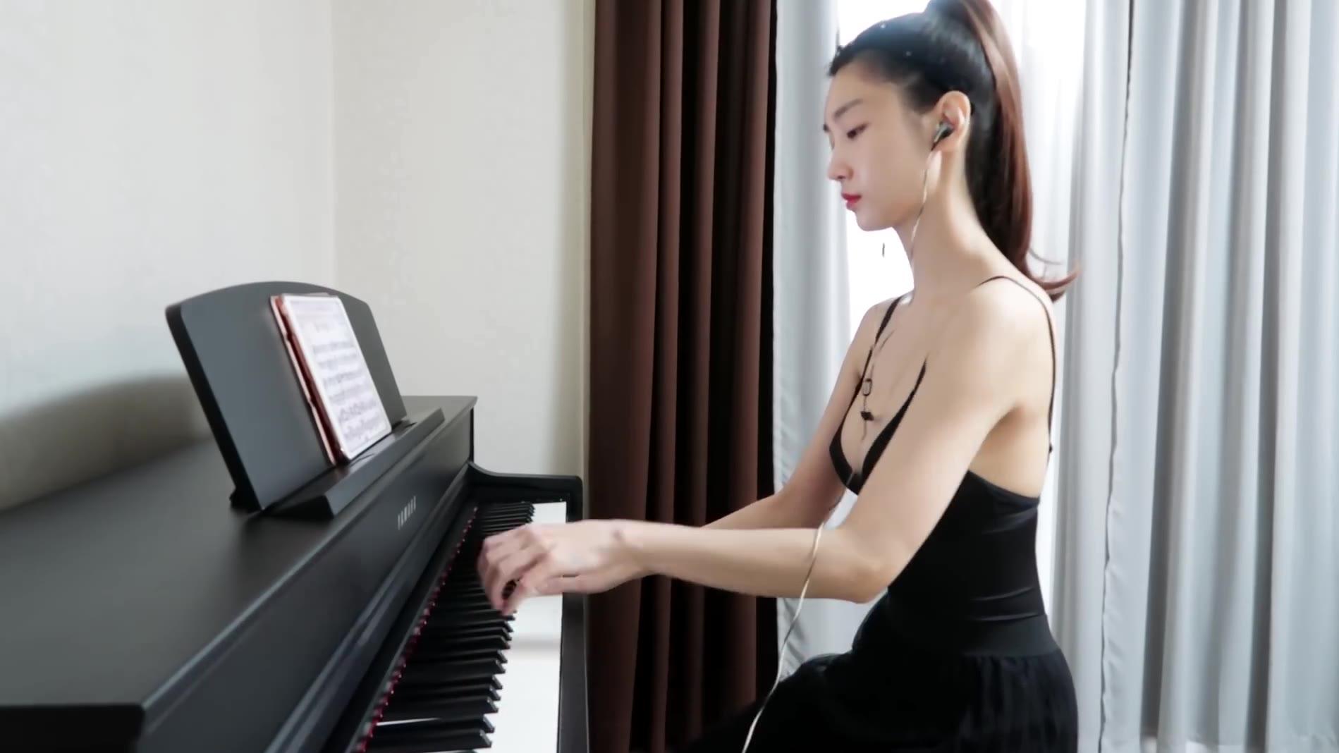 小姐姐的钢琴弹的怎么样?