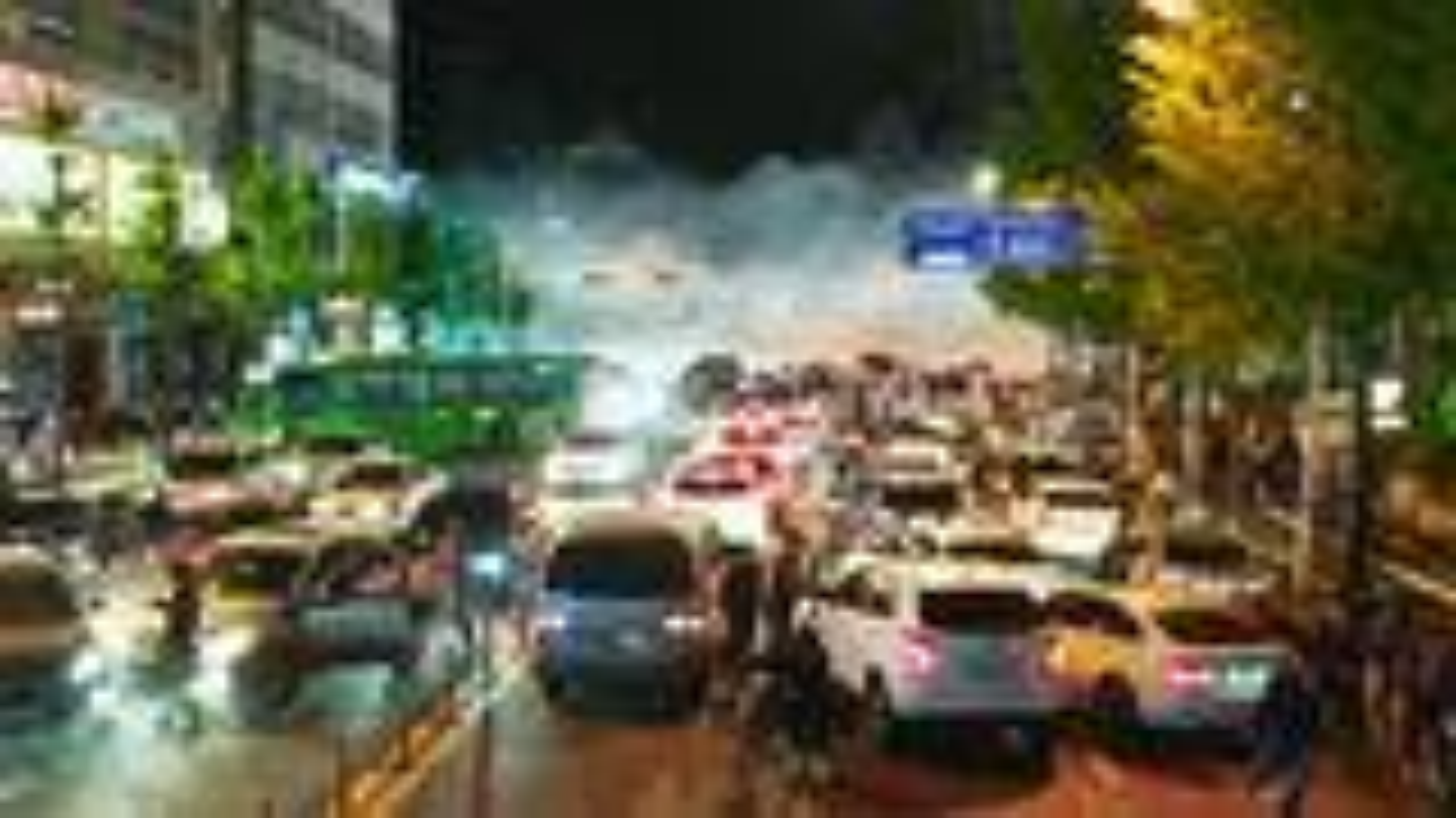 致命毒气汹涌来袭,人一旦吸入瞬间死亡,城市陷入了巨大危机!