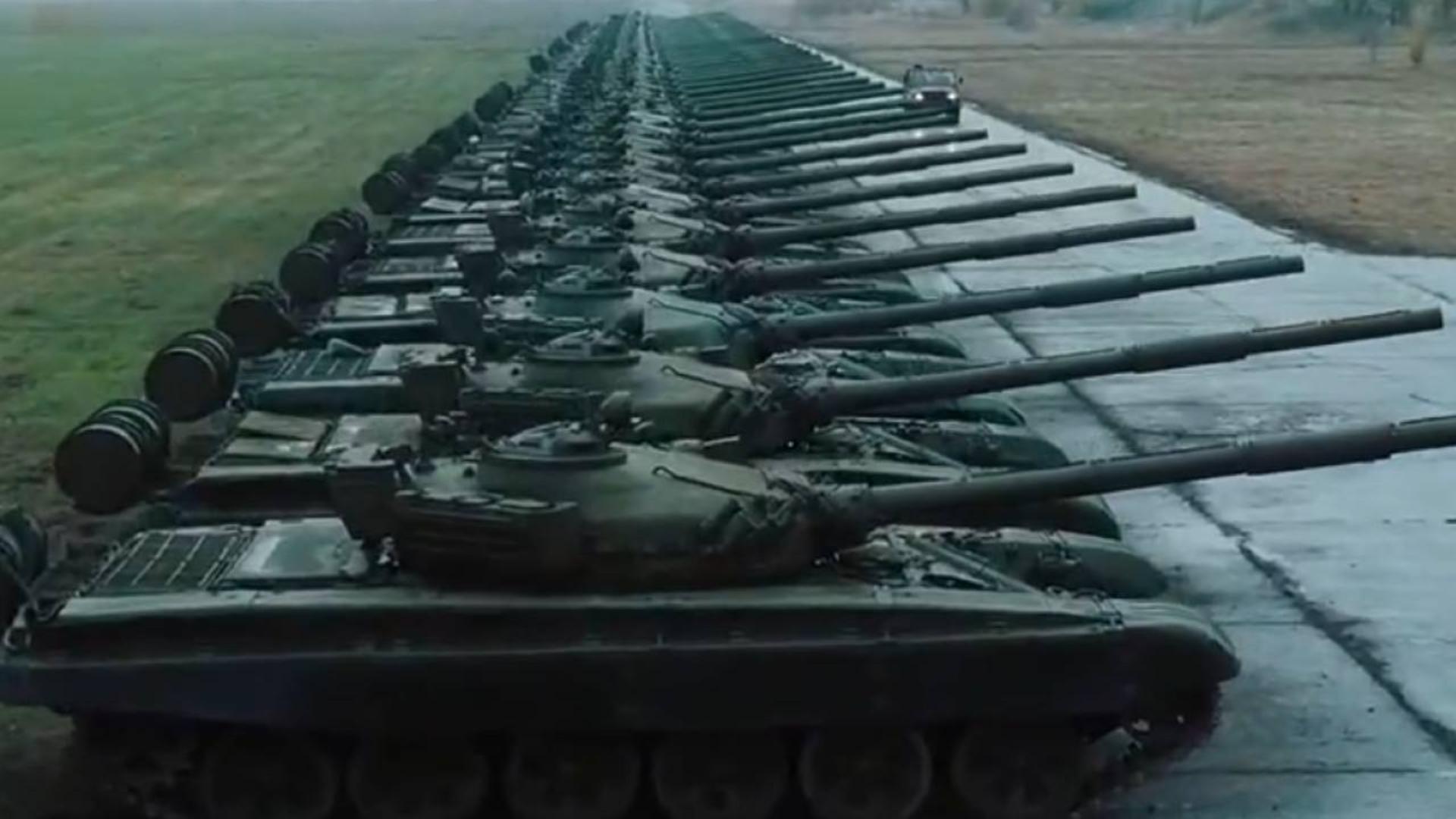 坦克整船卖!国防部长成军火贩,俄罗斯当年武器走私有多严重