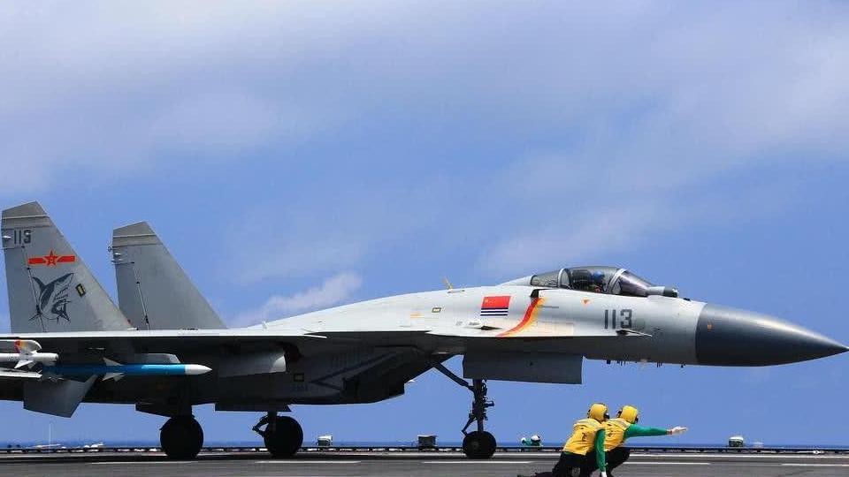 弹射型歼15出镜,停放状态透露关键信息,或许新型航母有关