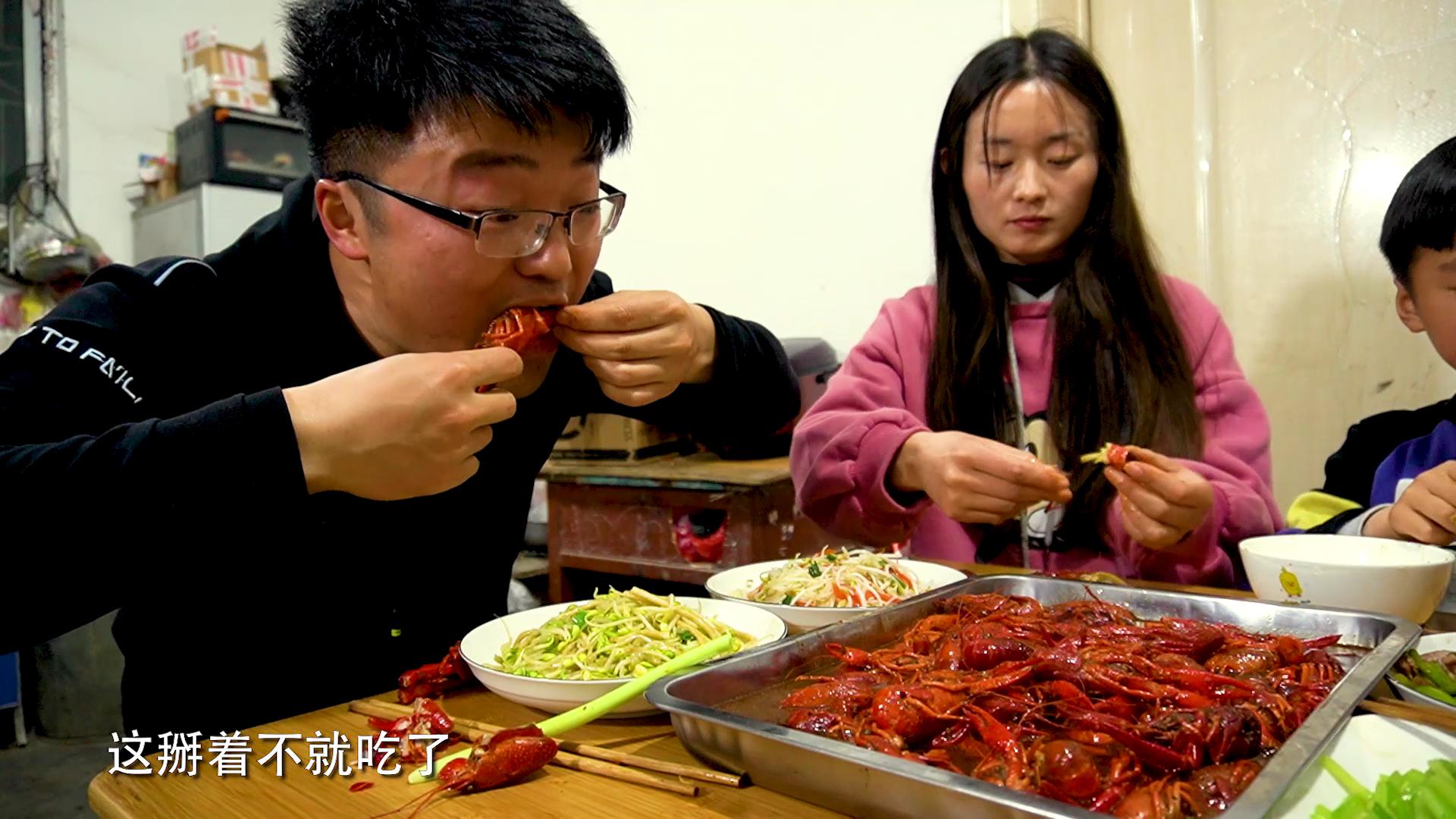 五斤龙虾,四个菜,大sao开春第一顿十三香龙虾,一桌菜做少了