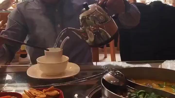 这个烫餐具的方式令人窒息... 一定要看到最后哦!