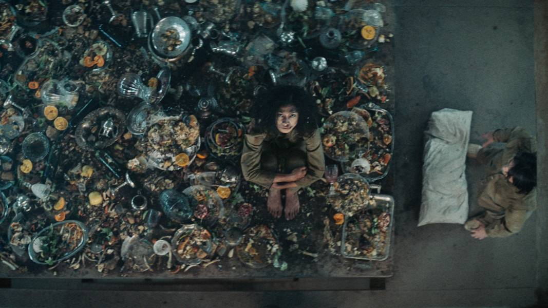【阿斗】全面解读爆火的西班牙电影《饥饿站台》333层监狱的人性百态,看完你才知道这一切就在身边!