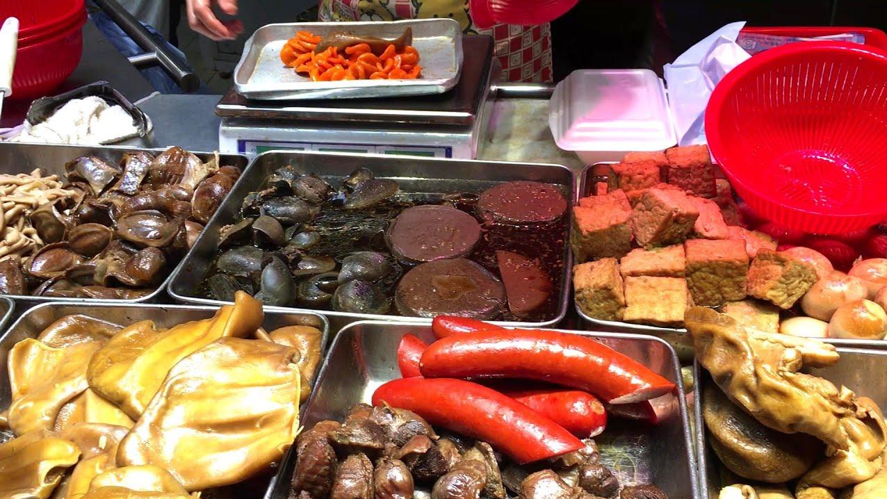 香港街头特色卤味,卤水鹅卤大肠卤猪耳卤鸭掌,买点回去整二两!