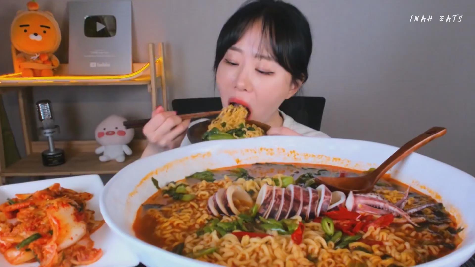 【Inah eats】 香辣鱿鱼海鲜面