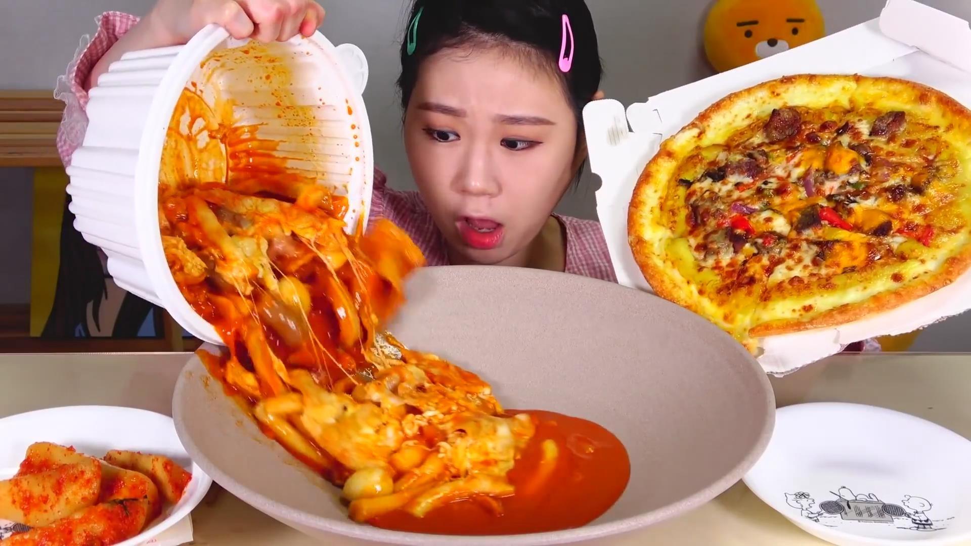 【Fran卡妹】 炒年糕芝士披萨+黑色炸鸡+炸虾仁炸青椒