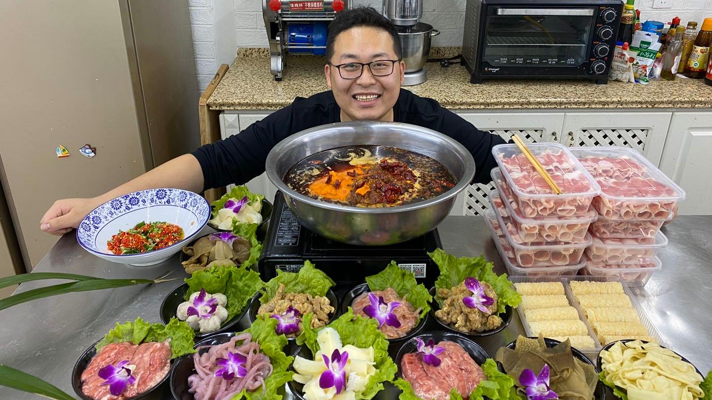 """刚哥买298涮菜,做""""重庆火锅""""一包底料就6斤多,简单吃一口"""
