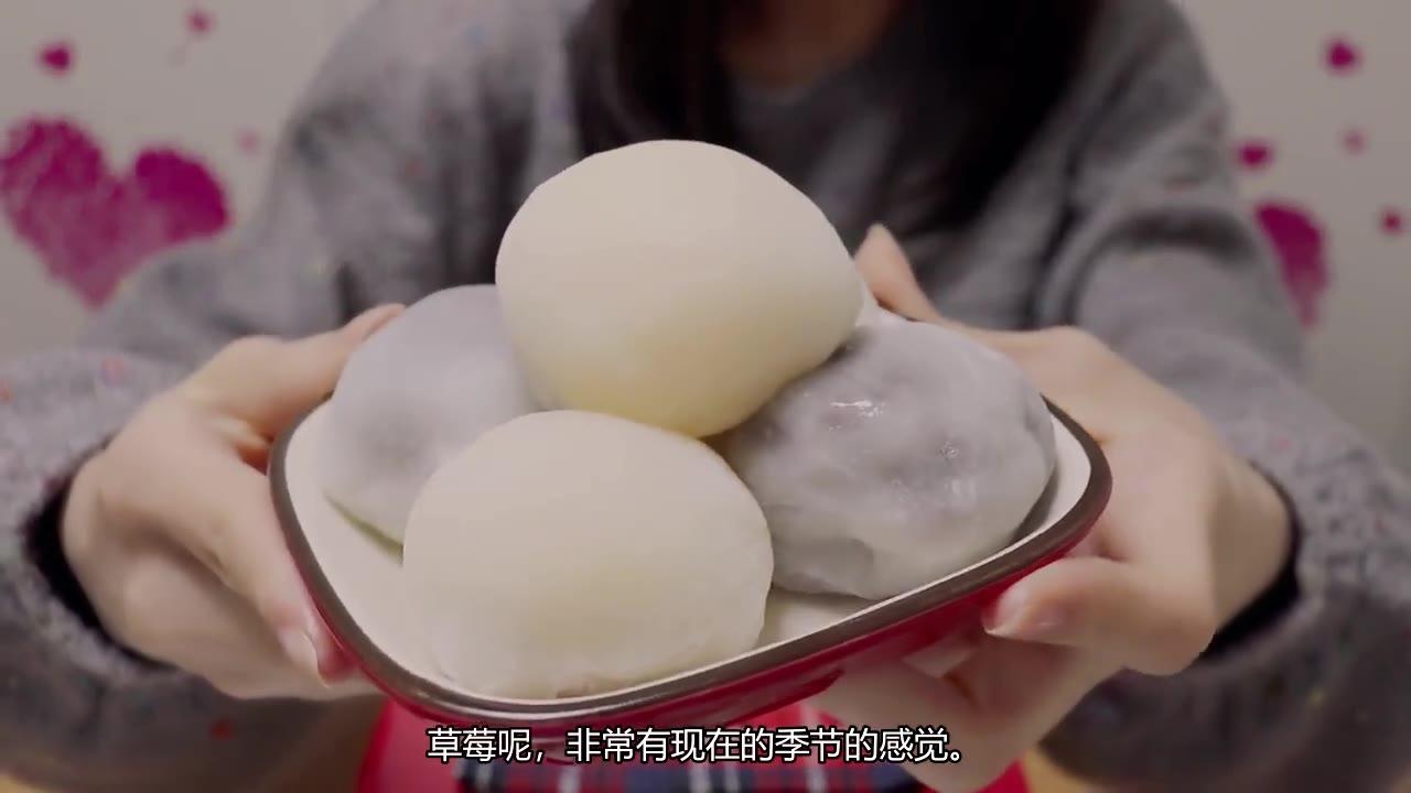 "hatomugi~ 吃""草莓大福""的声音!草莓裹在麻薯里/低声轻语"