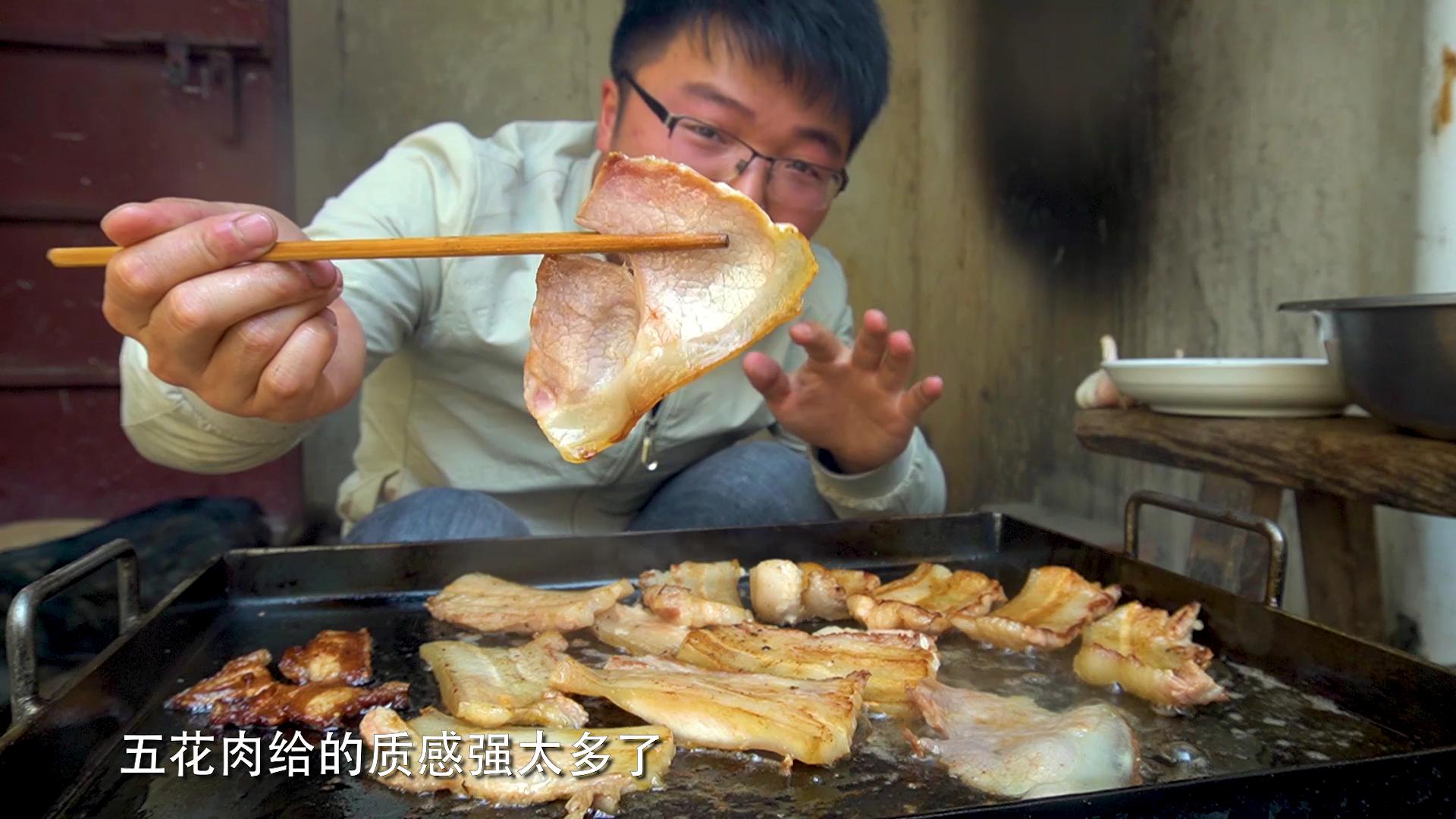 1斤火腿,3斤五花肉,做一顿烤肉吃,大sao式铁板烧一顿吃过瘾