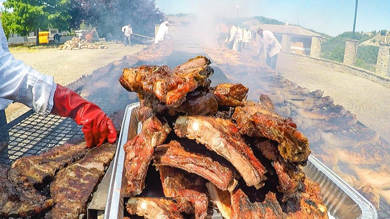 意大利人吃肉也太豪放了,街头的烤肉摊子全是大块的烤肉,过瘾!