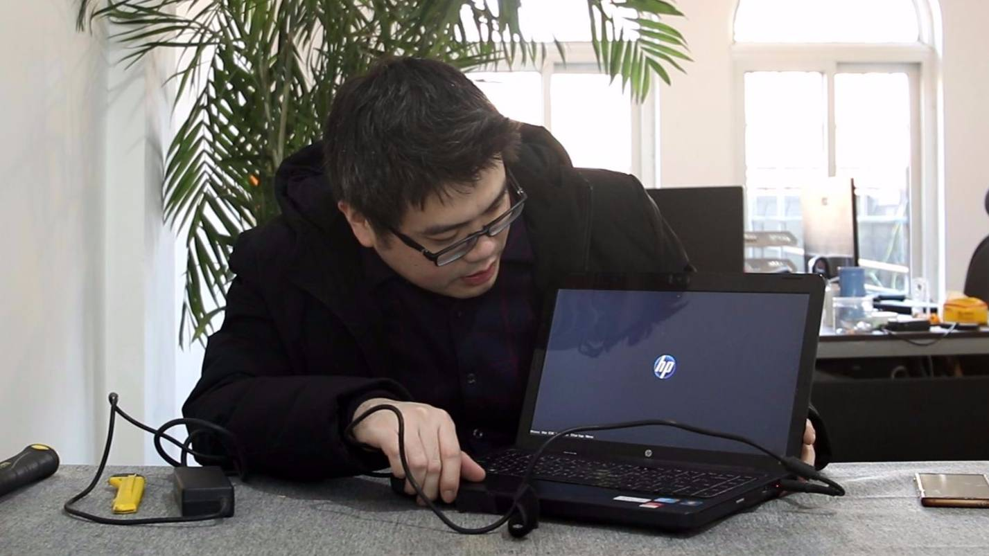 160包邮淘了台i3的笔记本电脑,小伙玩了一局游戏感觉特别流畅!