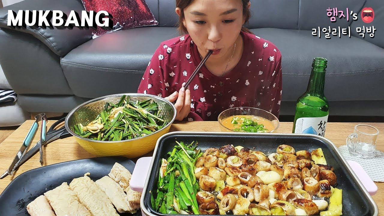 Hamzy~今天吃烤肥肠啦~!配上大蒜和韭菜~★当然啦还有烧酒!