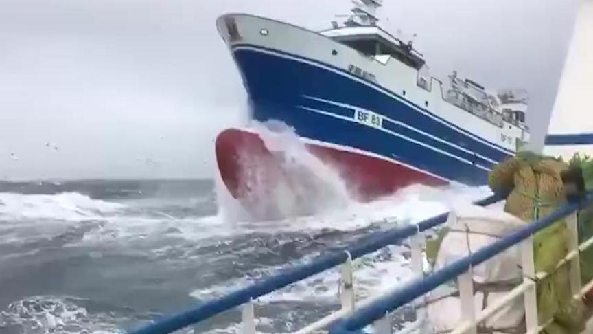 小船大战大西洋风浪,《老人与海》既视感来了!