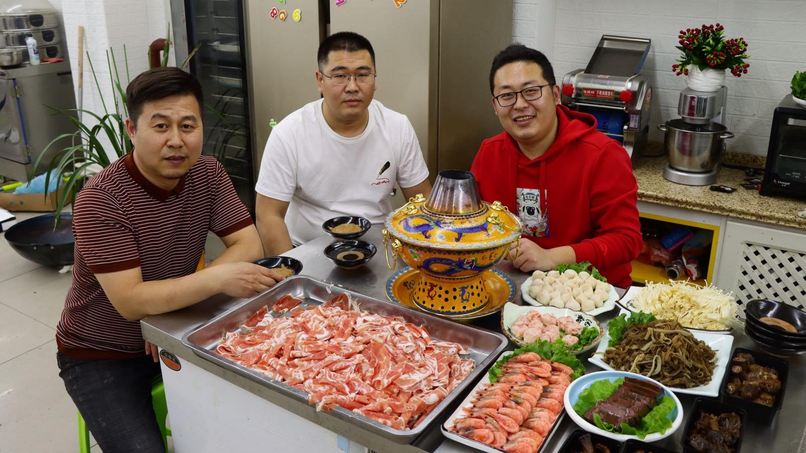 """5斤羊肉一堆菜,叫上几个朋友,来顿""""涮羊肉""""简单喝一口"""