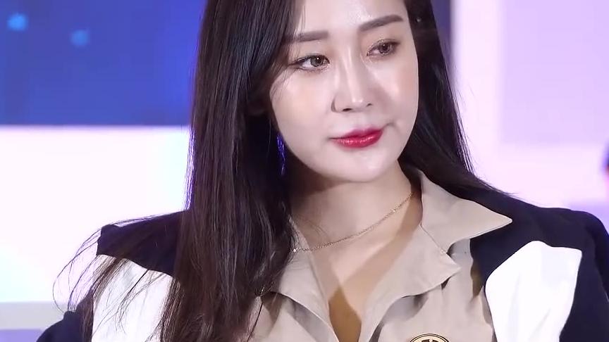 韩国车模 郑夏静
