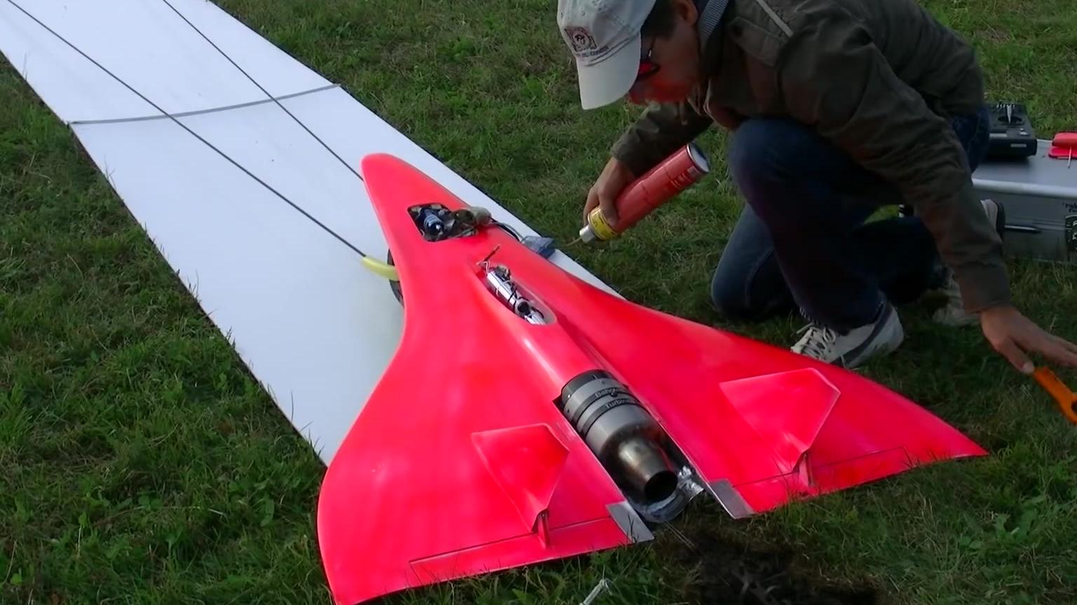 來康康世界最快的噴氣式模型飛機,時速達到727km/h