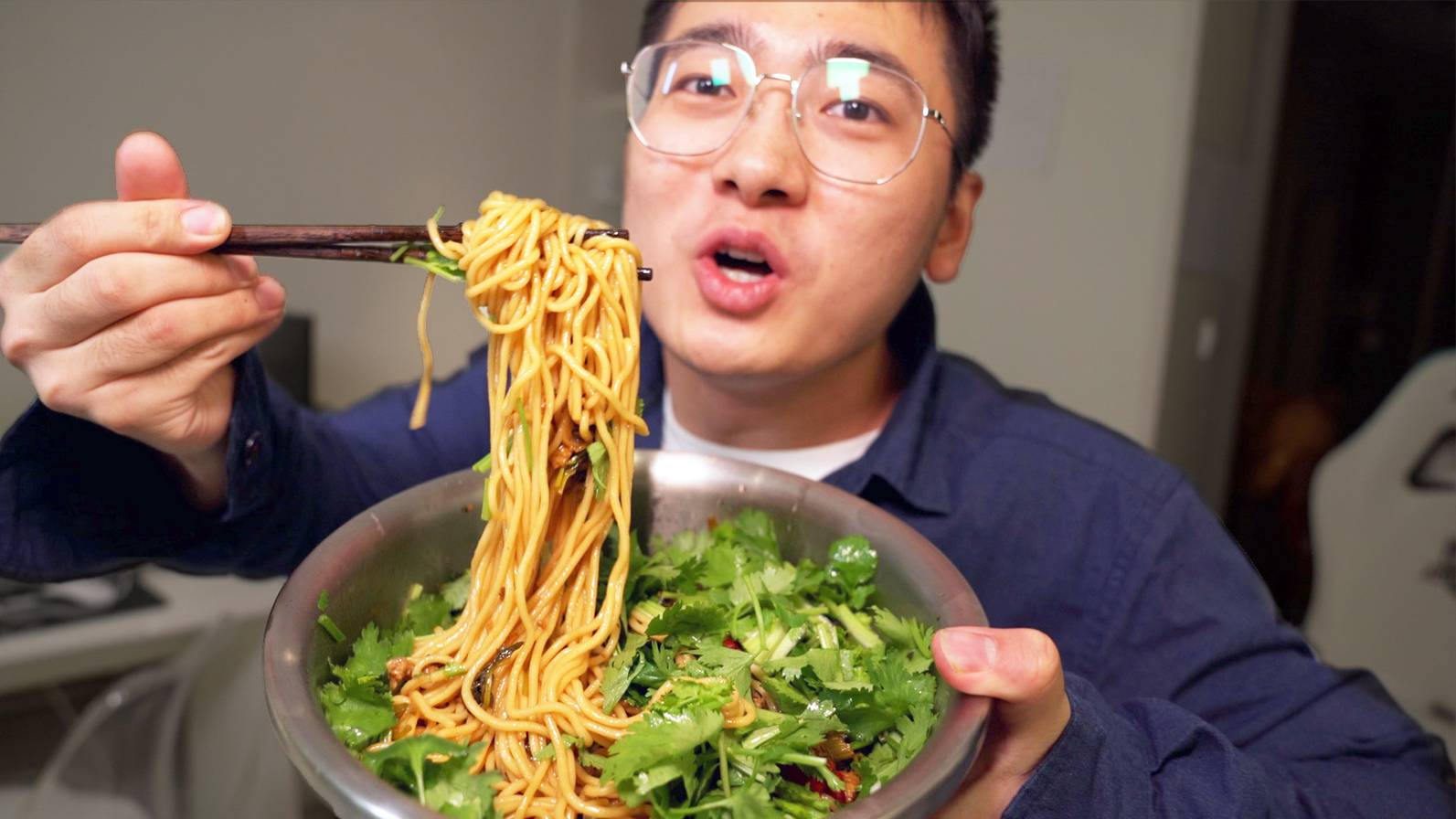 """香菜致死量!陈佩斯祖传秘方""""醋卤面"""",真那么好吃?【盗月社】"""