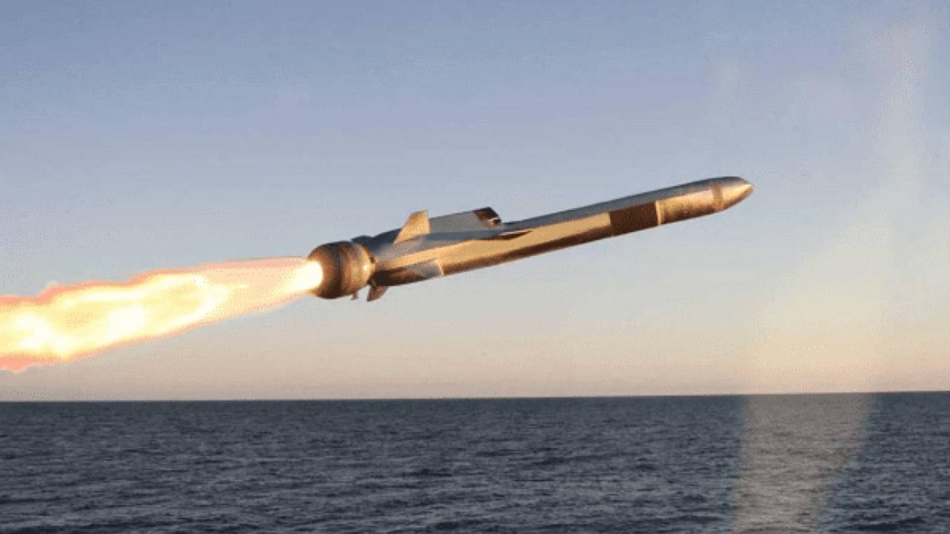 水下钻出航母杀手!俄罗斯推出潜射版锆石导弹,宙斯盾形同虚设