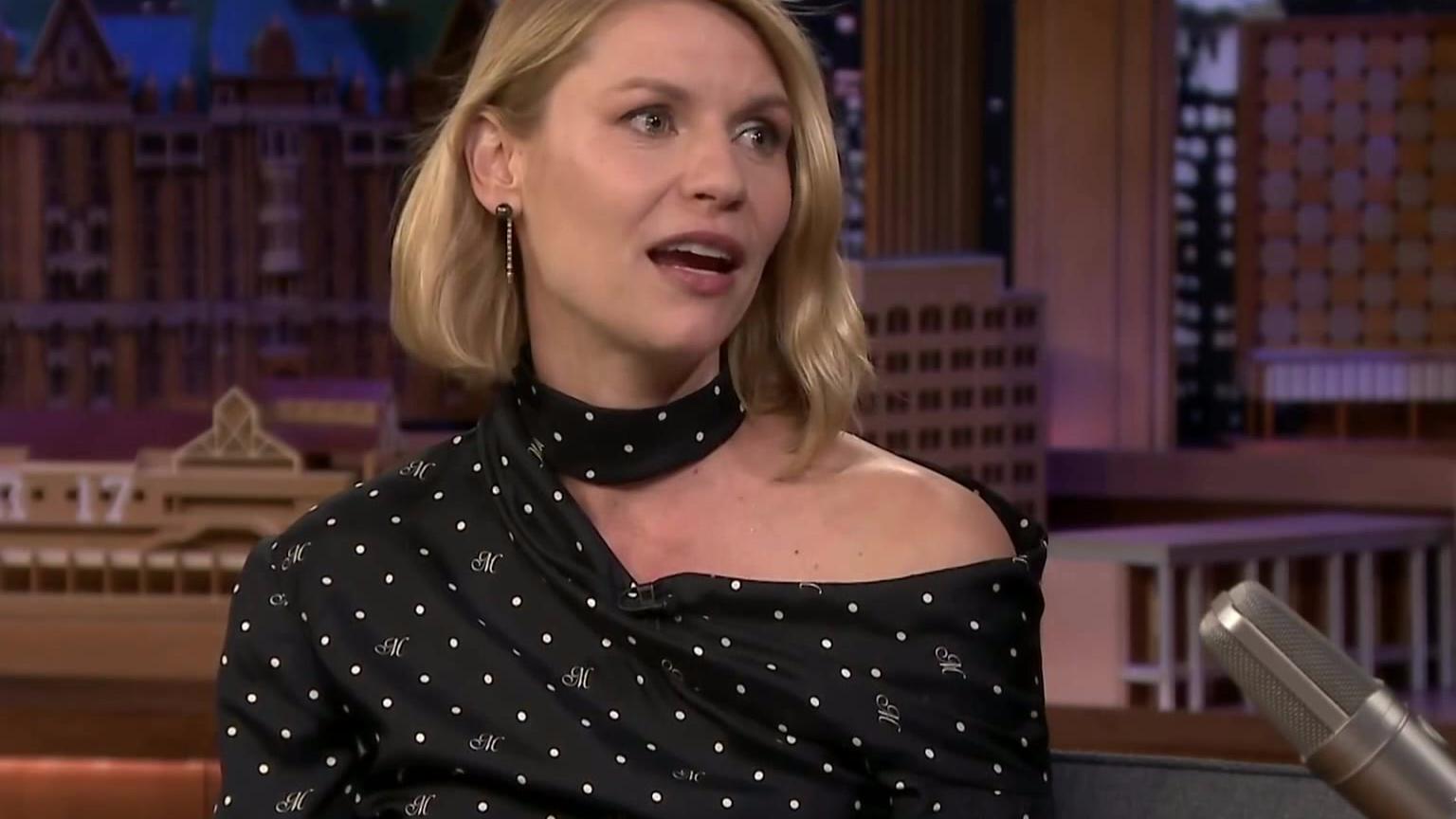 《国土安全》第8季采访 Claire Danes 参加The Tonight Show