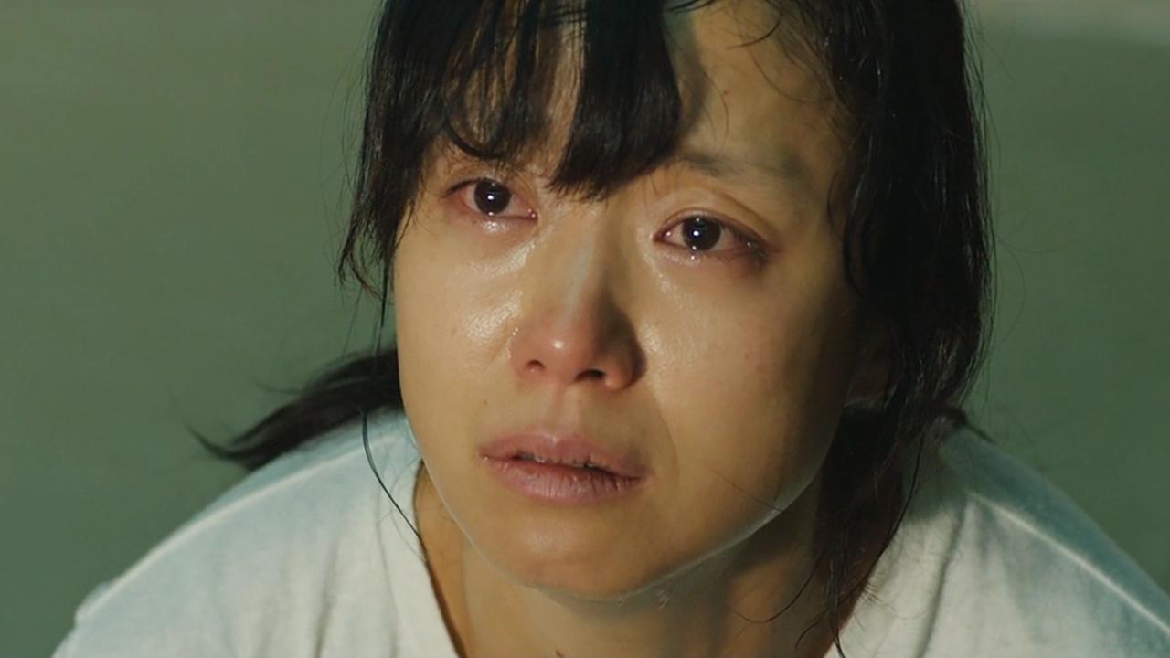 一部很脏很压抑的韩国电影,妻子被抓进监狱欺辱,丈夫无能为力