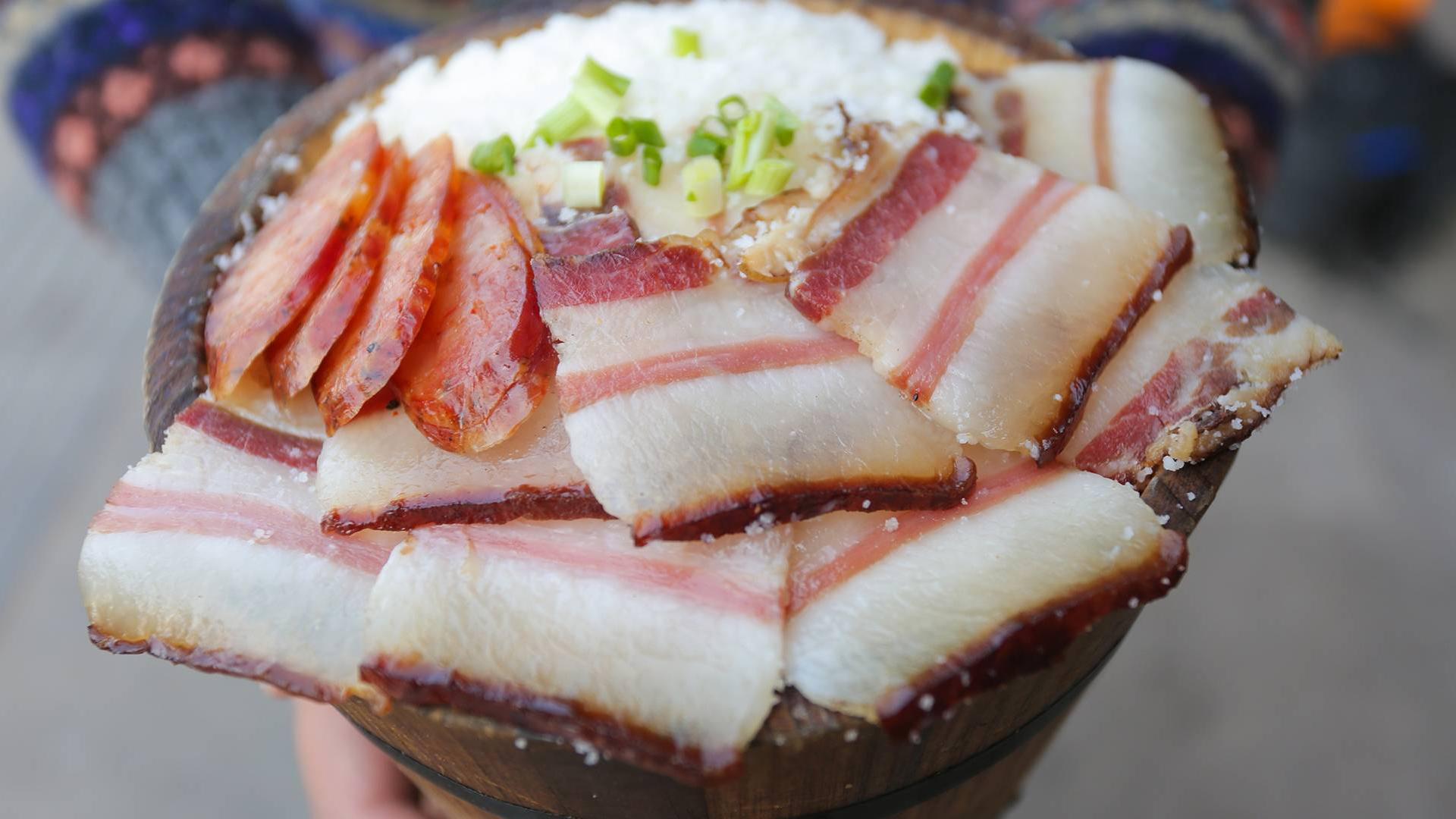 彝族特色包谷饭,一份8元无限续饭,本地人:我50年前就在吃了!