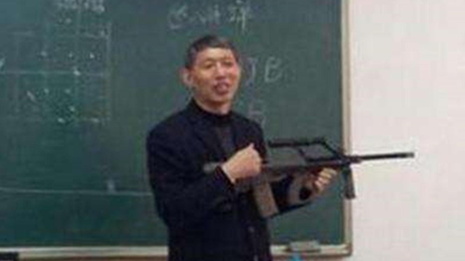 老师:珍惜这段网课时光吧,返校后看我弄不弄你们就完了