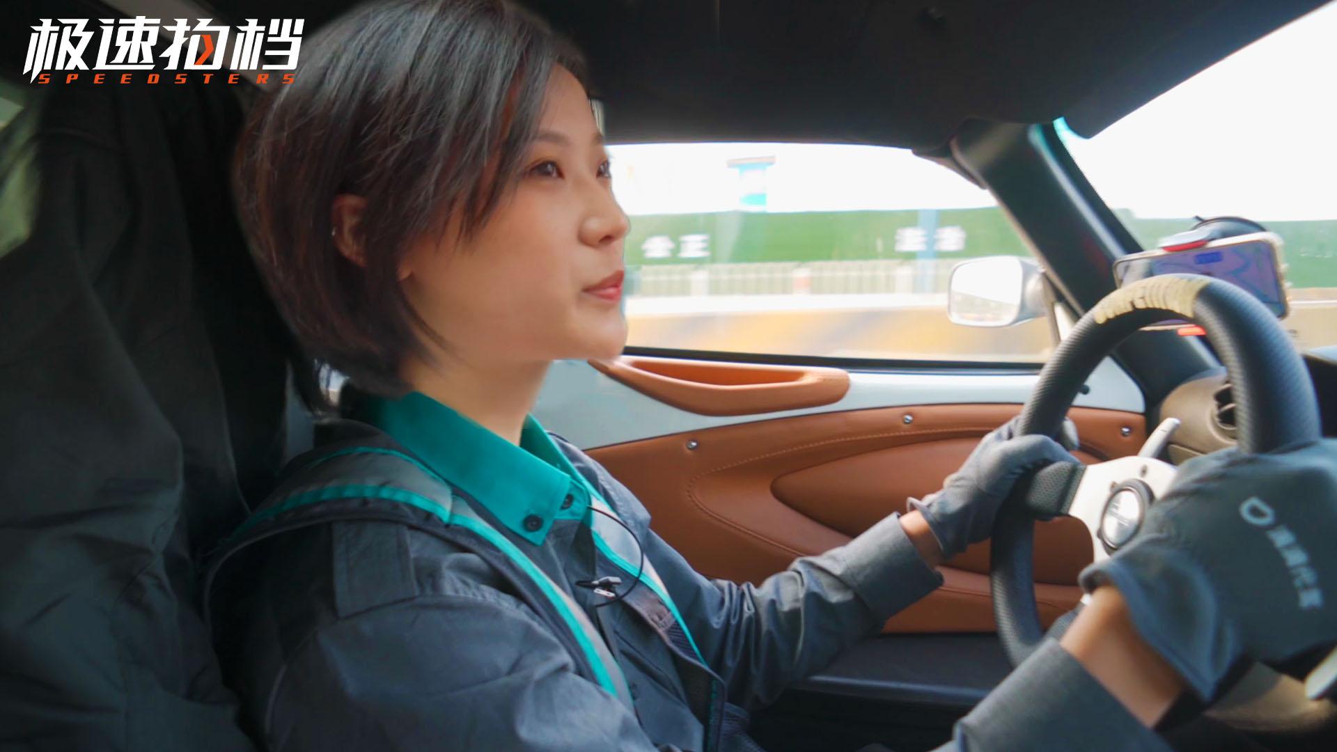 开超跑当滴滴司机是什么体验?