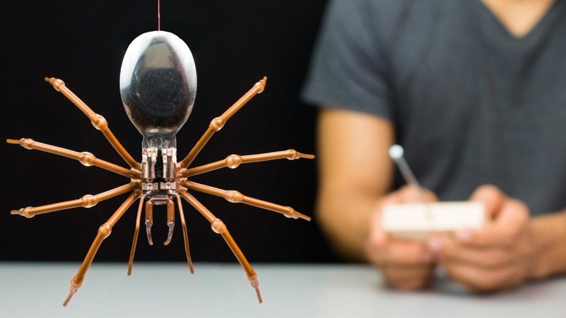 用普通材料打造一个高科技机器蜘蛛,还会自己跑