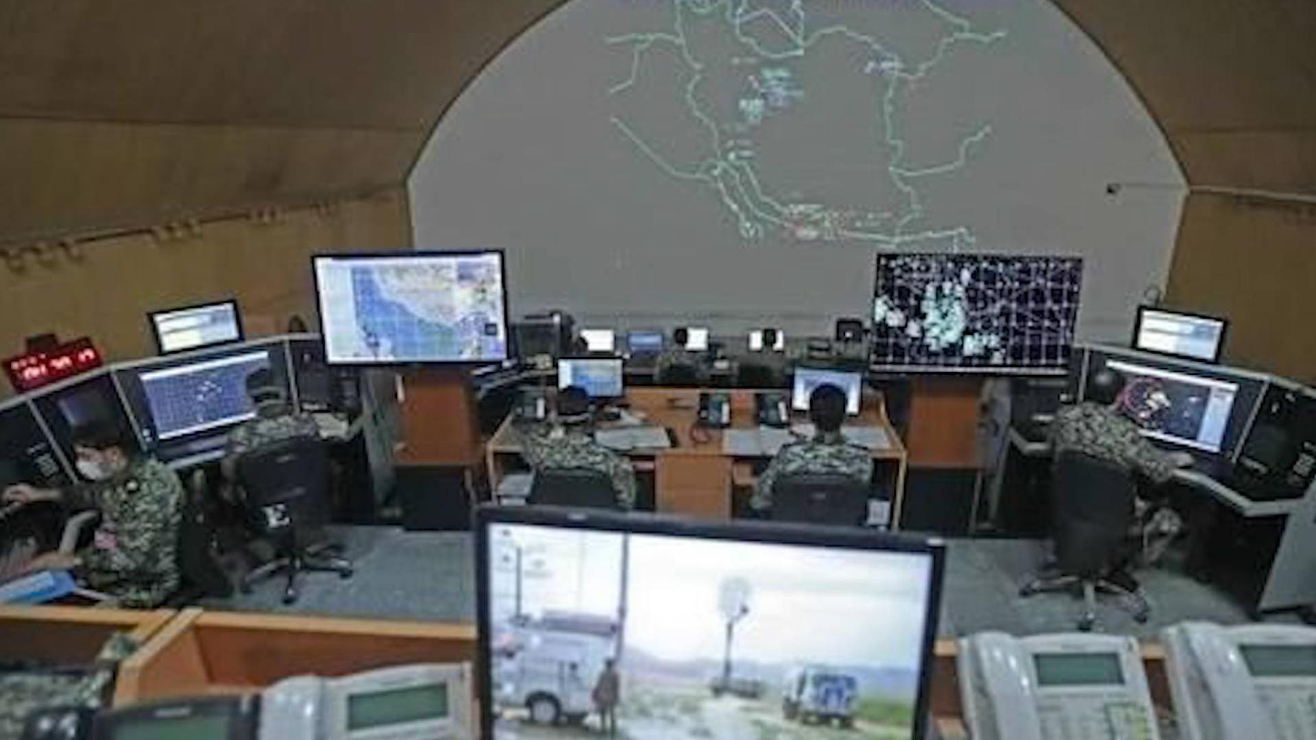 """伊朗首次曝光地下150米指挥所,可防钻地弹,墙上挂满""""美军飞机"""
