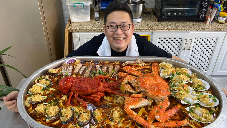 2980买来1只大澳龙,1只帝王蟹,一堆小海鲜,做道海鲜大咖来解馋