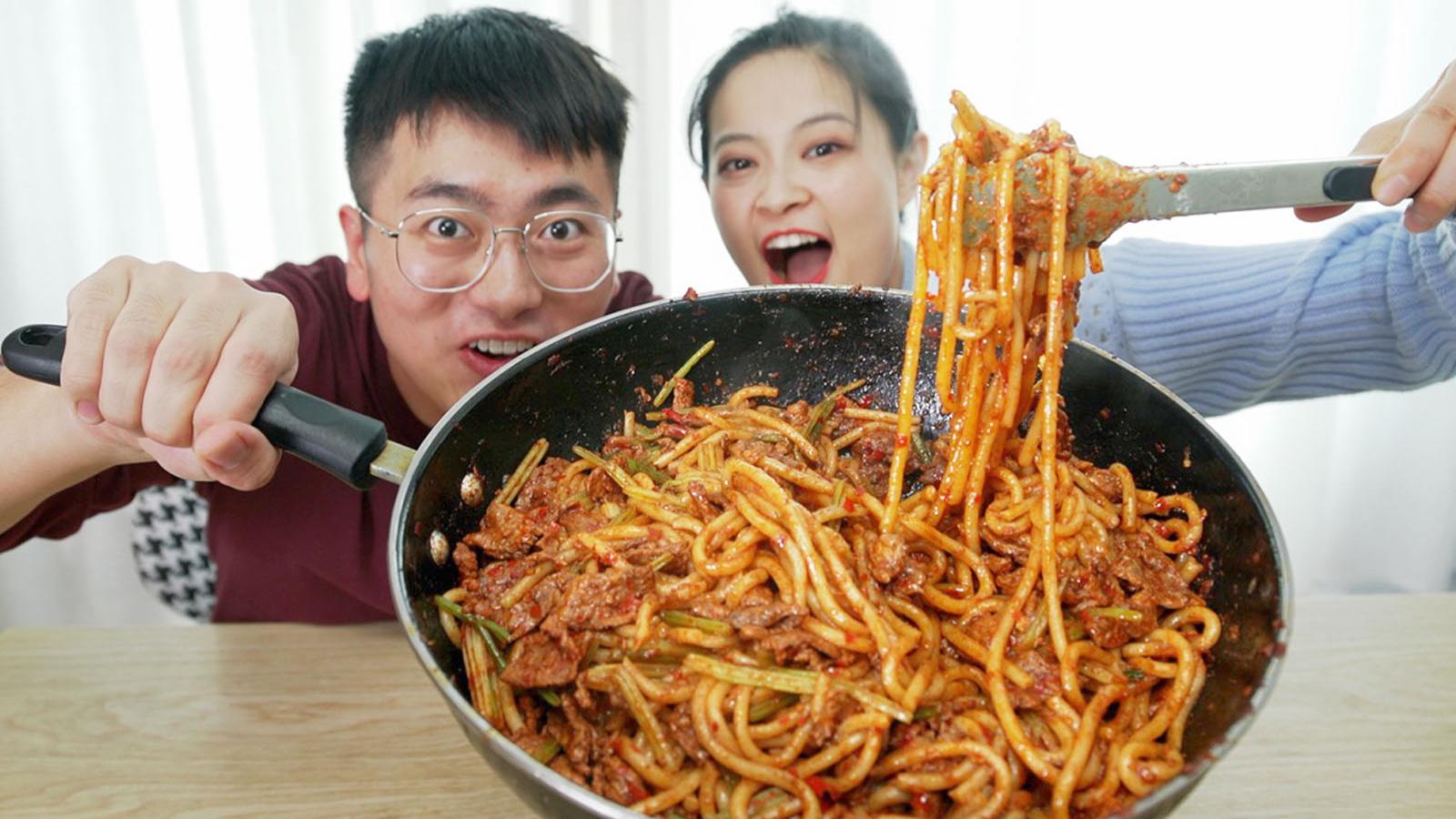 挑战新疆爆辣米粉,加了3包料和2斤牛肉,真的会爆辣吗?