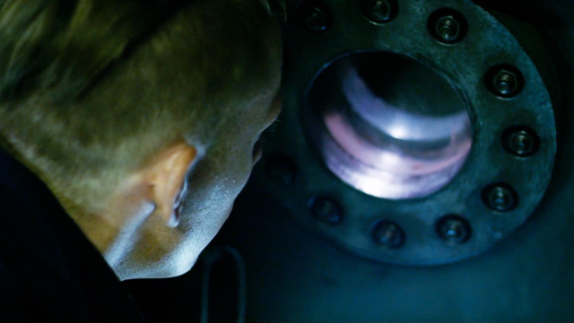 4人被困深海潜水仓,本想出去求援,却在外面看到绝望的一幕