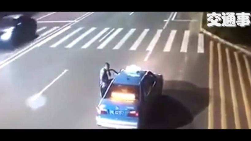 【交通事故】一起惨烈的摩托车与汽车相撞事故,凶多吉少!